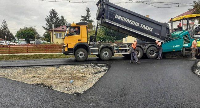 Lucrări de asfaltare în plină desfășurare în comuna Țiganași, Iași